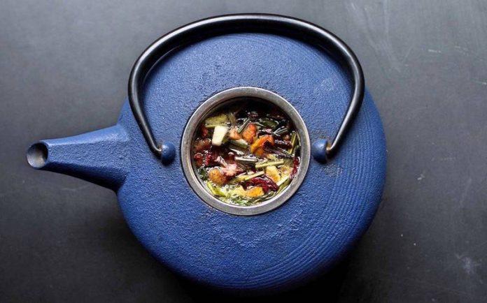 большой синий чайник