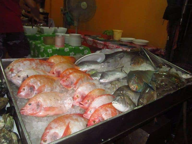 сырая рыба в ресторане