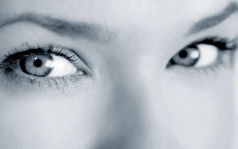 ухоженные глаза девушки