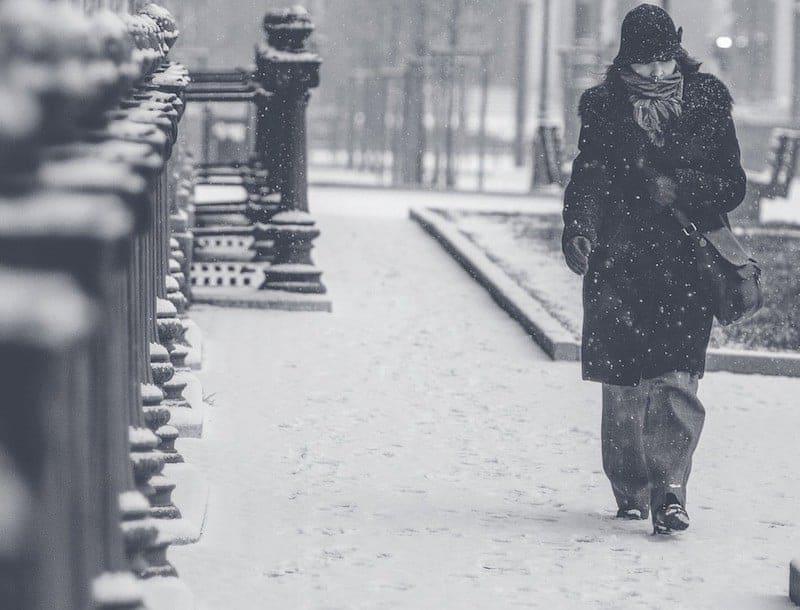 снег в городе