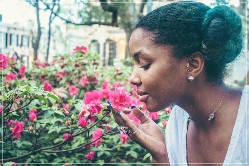 женщина и цветы