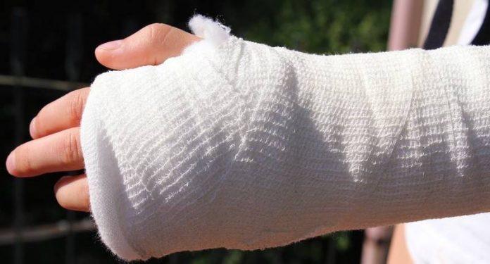 дефицит кальция приводит к перелому костей