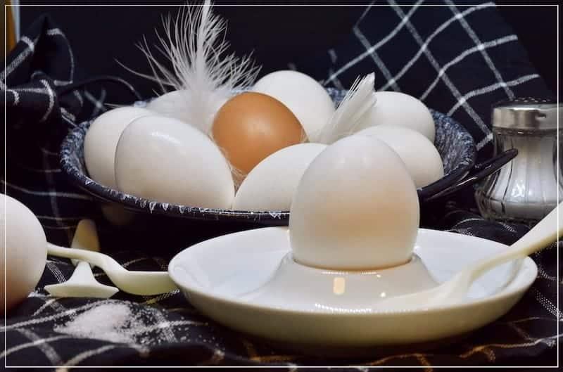куриные яйца на завтрак
