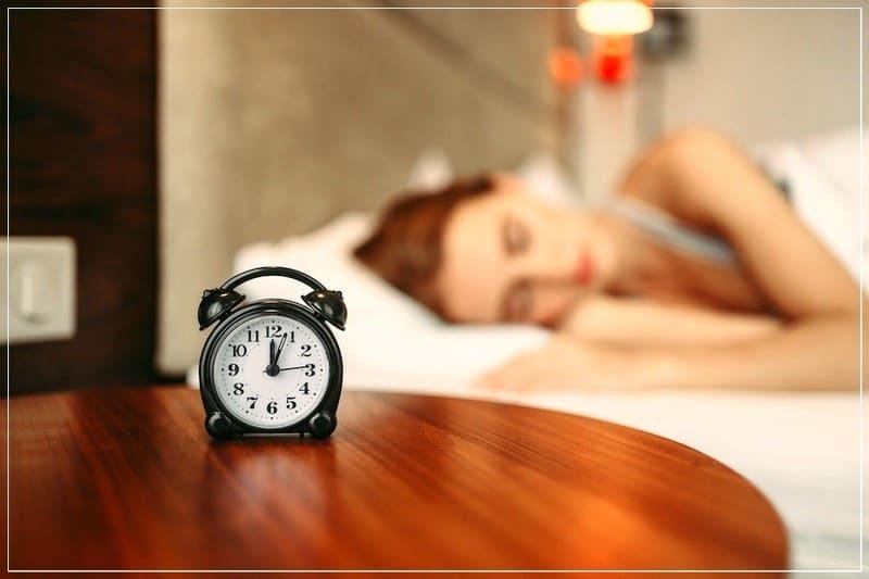 девушка хочет быстро уснуть