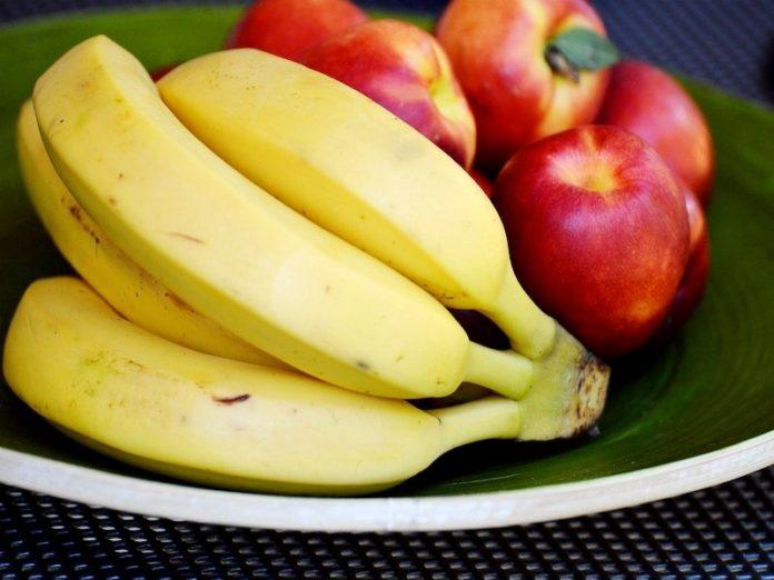 бананы и яблоки